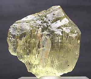 Spodumene, Namacotche pegmatite, Alto Ligonha, Mozambique, 3.5 cm; Felix Garcia specimen and photo